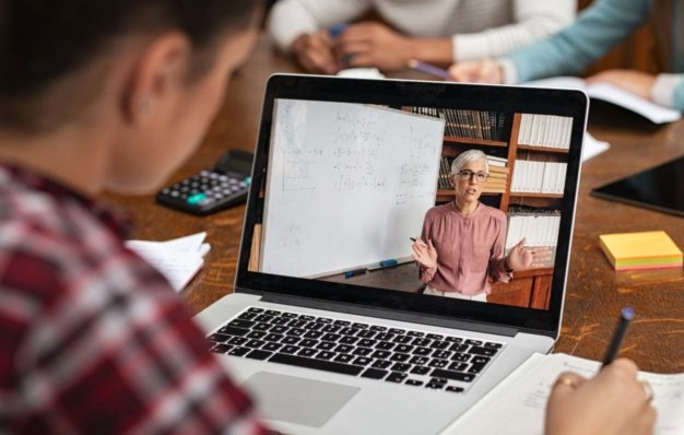 Live streaming vs VOD to save your business from COVID-19